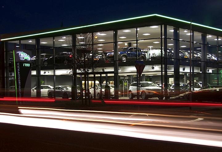 Autobedrijf met showroom